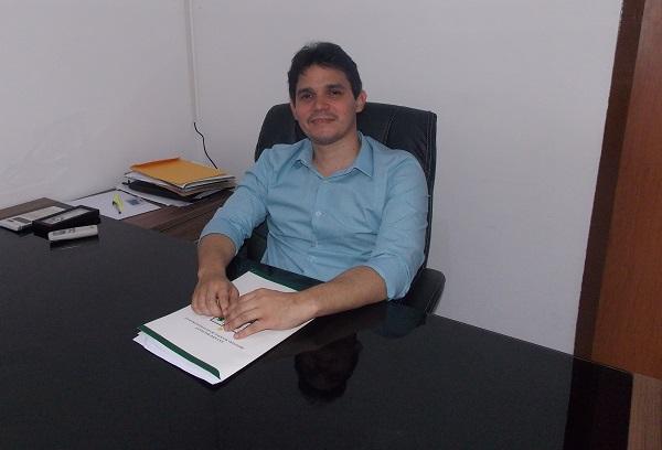 Prefeito Júnior Ribeiro (Imagem: Valdomiro Gomes/CANAL 121)