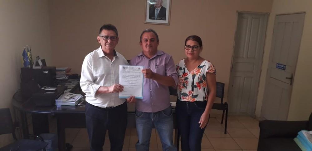 Prefeito de Lagoa do Sítio empossa novo secretário de Agricultura e Meio Ambiente