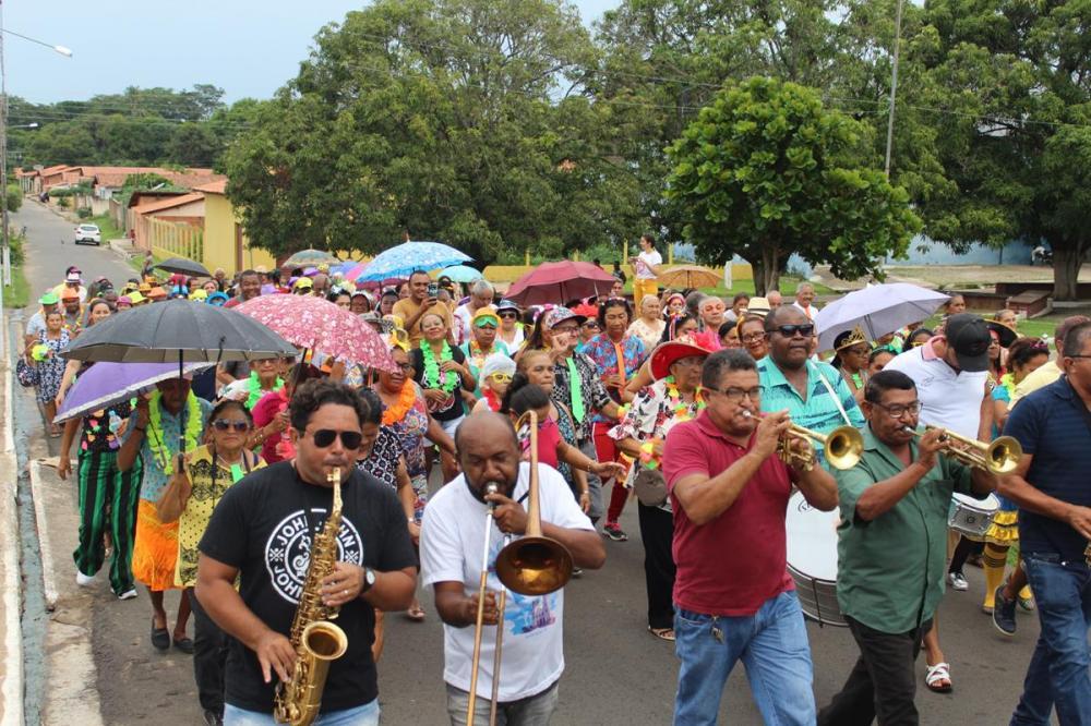Assistência Social realiza desfile de carnaval para bloquinho da melhor idade
