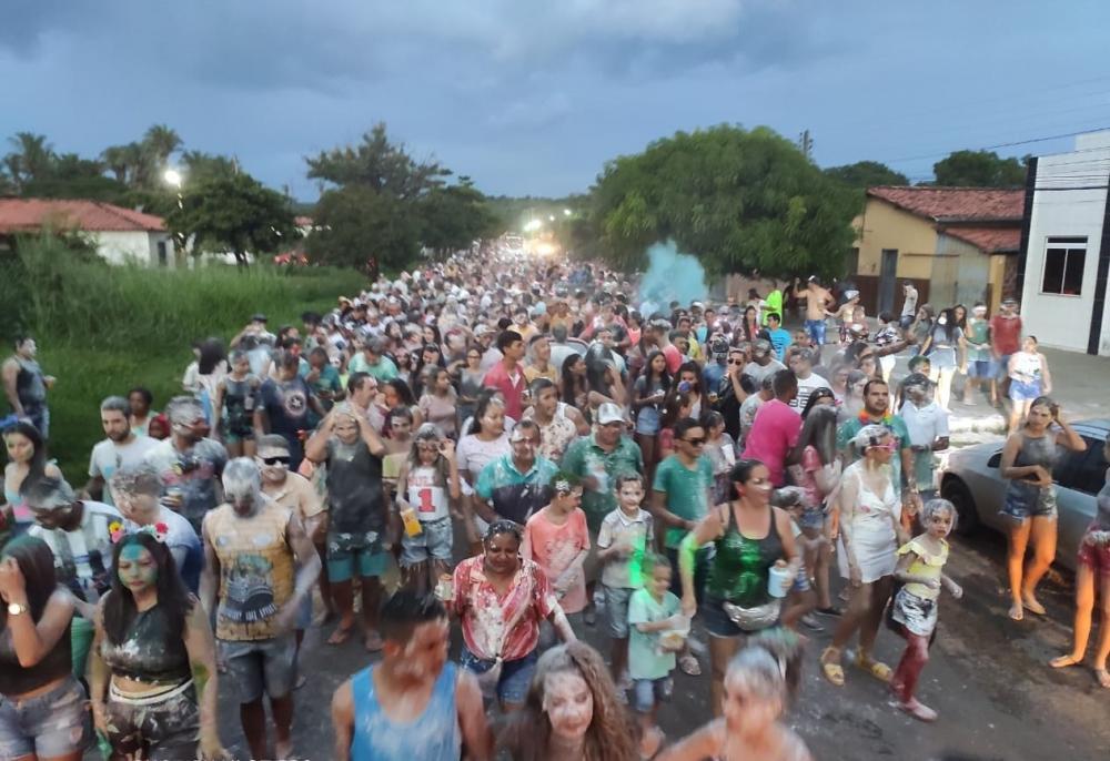 Tradicional bloco da Maisena arrasta multidão no encerramento do Carnaval de Angical do Piauí; veja imagens
