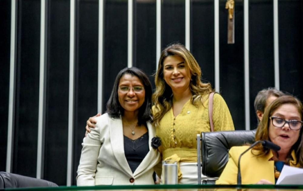 Deputada Marina Santos Dias(SD) participando da sessão solene na Câmara dos deputados