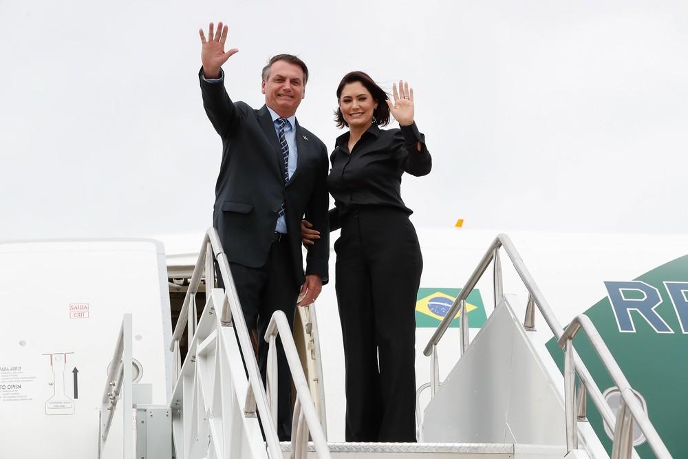 O presidente Jair Bolsonaro e a primeira-dama Michelle em Jacksonville (EUA), antes do embarque de volta para o Brasil — Foto: Alan Santos / PR