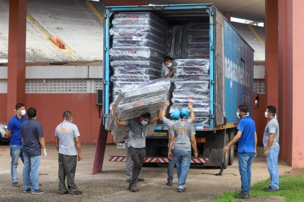 Magazine Luiza doa 1.000 colchões com travesseiros para moradores de rua