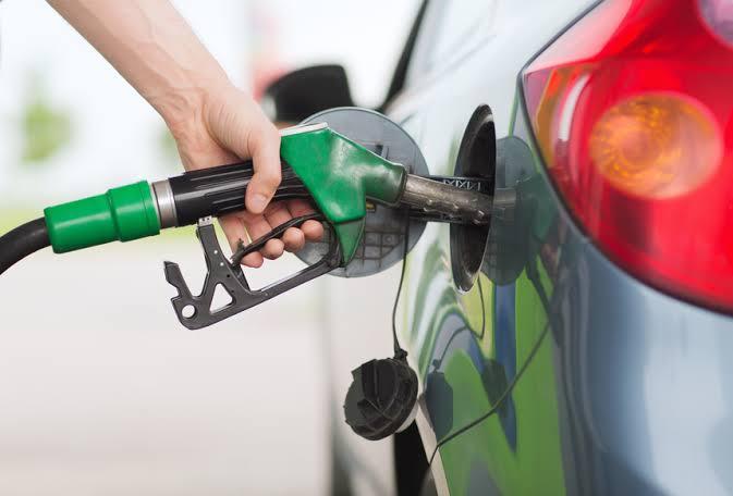 Petrobras faz 10º corte e preço da gasolina cai 50% nas refinarias desde janeiro