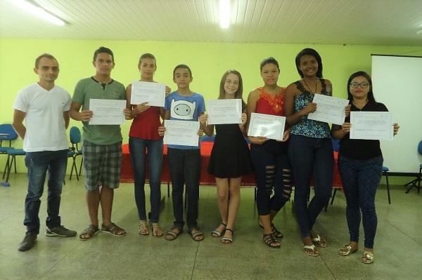 Jovens são certificados em curso de Libras em Angical do Piauí