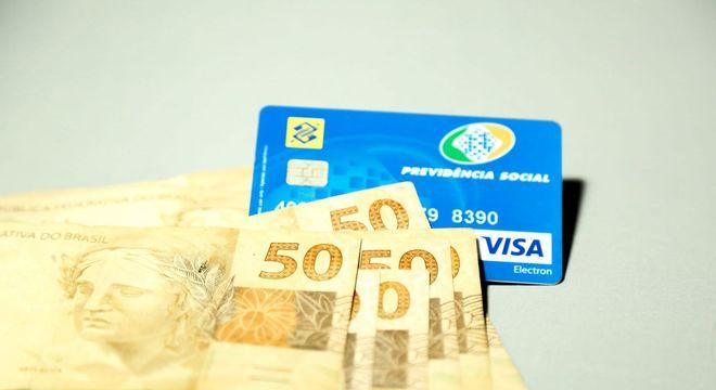 Antecipação do 13º do INSS na sexta deve injetar R$ 47,2 bi na economia
