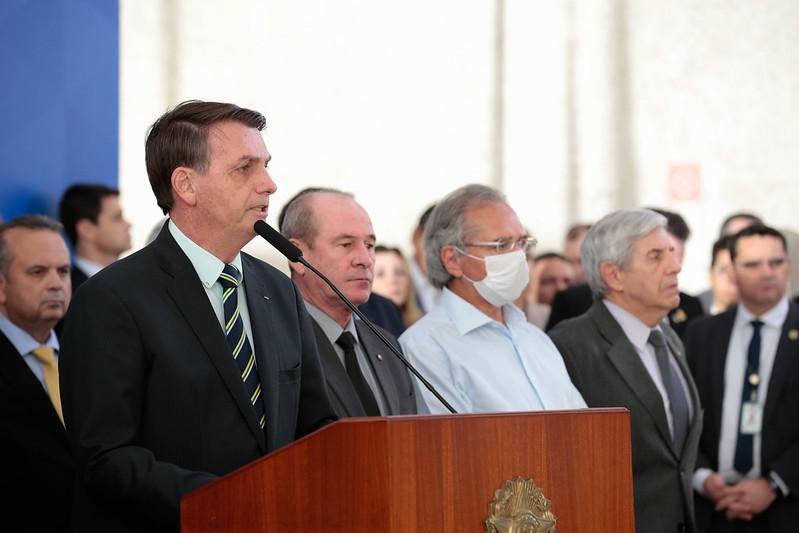 Em meio a rumores de pedido de demissão, Bolsonaro diz que Guedes é o 'homem que decide economia'