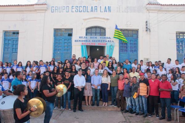 Rejane Dias visita U.E. Landrí Sales em São Pedro do Piauí e anuncia melhorias