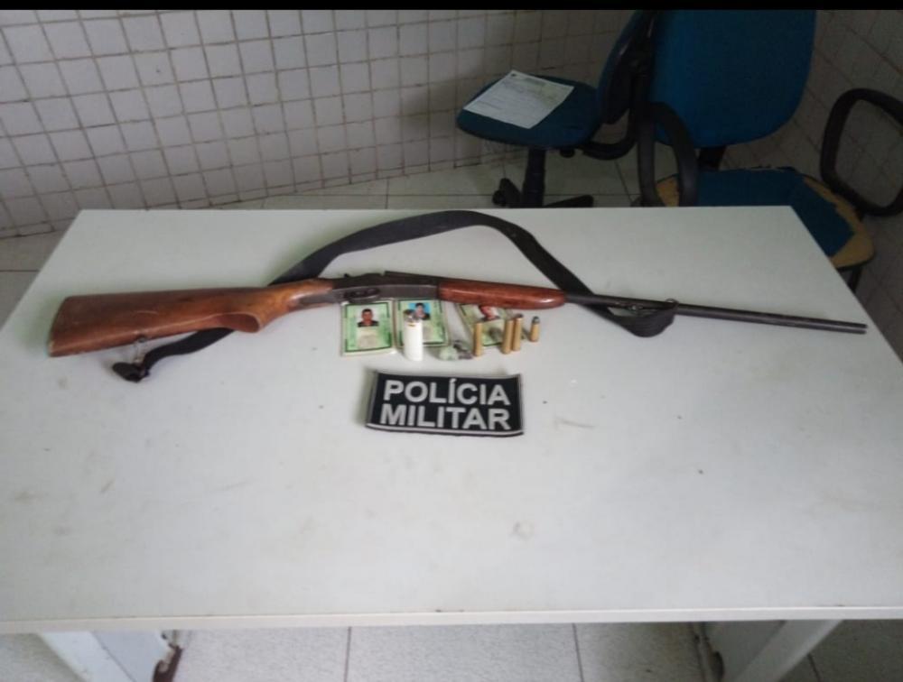 Suspeitos de assaltos são presos pela PM em Demerval Lobão