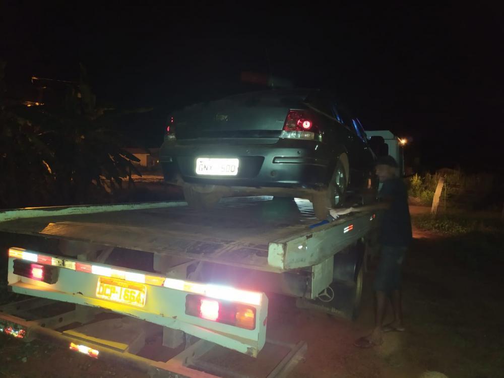 PM apreende veículo roubado após denuncia do crime de violência doméstica, em Picos