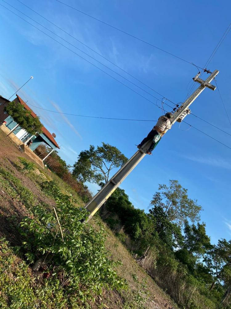 Prefeitura realiza ligação de iluminação pública e recuperação de estradas na zona rural