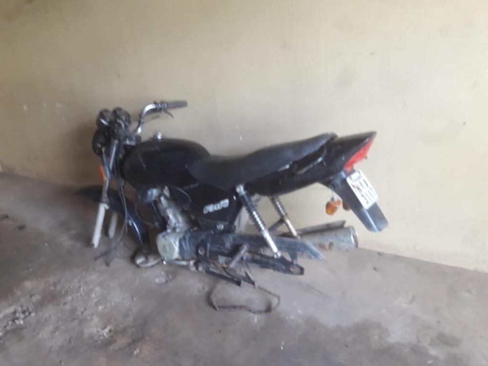 Moto com placa de Água Branca e registro de furto é encontrada abandonada na zona rural de Agricolândia