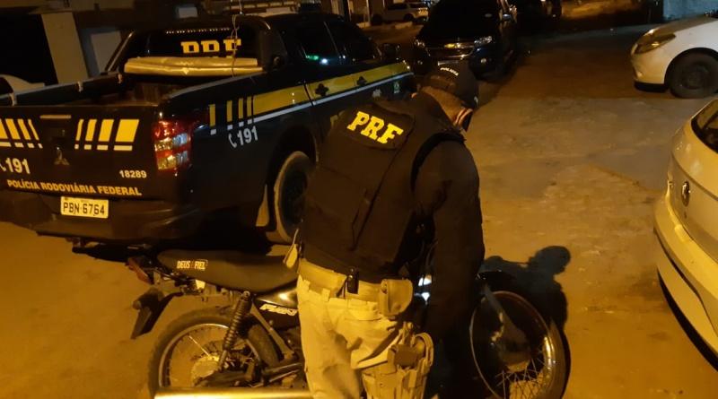 Motocicleta roubada há 13 anos em Fortaleza/CE é recuperada pela PRF em rodovia do Piauí