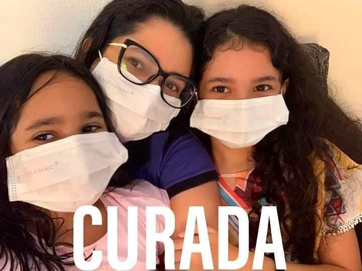 Curada da Covid-19, primeira-dama de São Pedro do PI faz agradecimento e posta foto com as filhas nas redes sociais