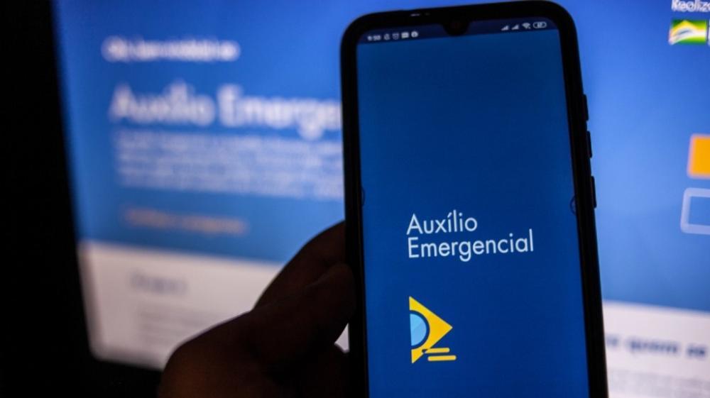 Compras com auxílio emergencial poderão ser pagas via celular; saiba