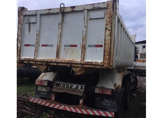 Prefeitura de Amarante abandona caminhão-basculante em oficina mecânica de Teresina