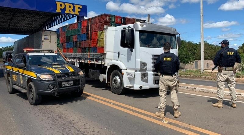 PRF recupera em rodovia do Piauí, caminhão que havia sido tomado de assalto no estado de São Paulo