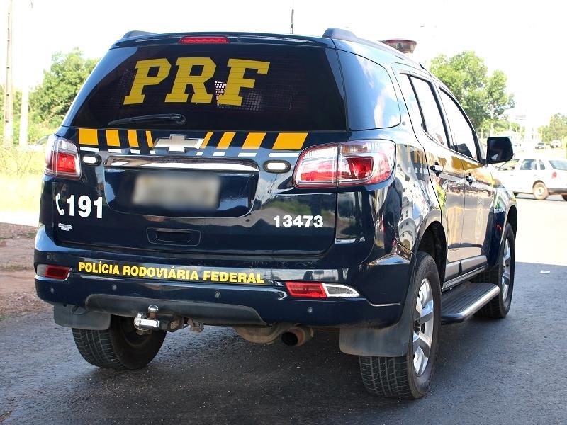 Policial rodoviário federal é baleado por criminoso após reagir a assalto