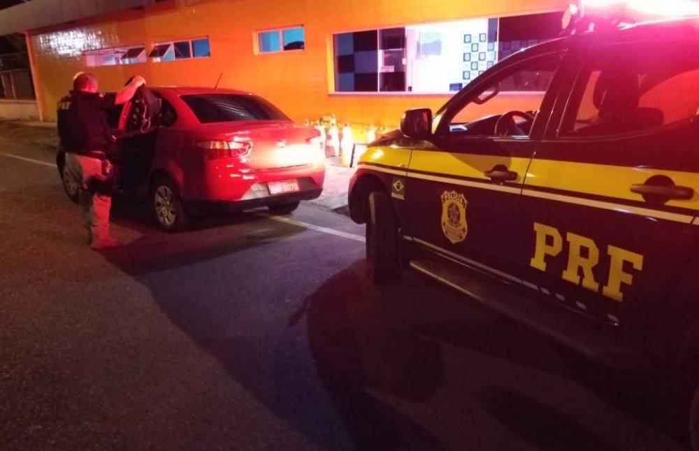 PRF resgata taxista amarrado e amordaçado durante sequestro no Piauí