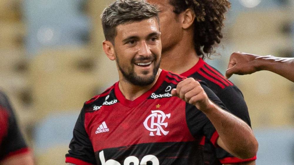 Flamengo vence o Bangu por 3×0 na volta do futebol no Brasil