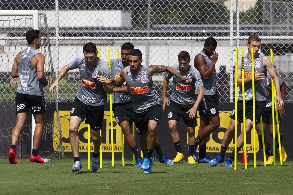 Oito jogadores e cinco funcionários do Corinthians testam positivo para coronavírus