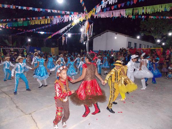 Escolas da rede municipal de Ensino de Angical do Piauí promovem grande 'Arraiá Julino'; veja imagens