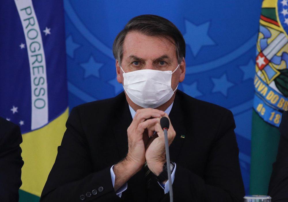 Bolsonaro sanciona lei que obriga uso de máscaras em espaços públicos