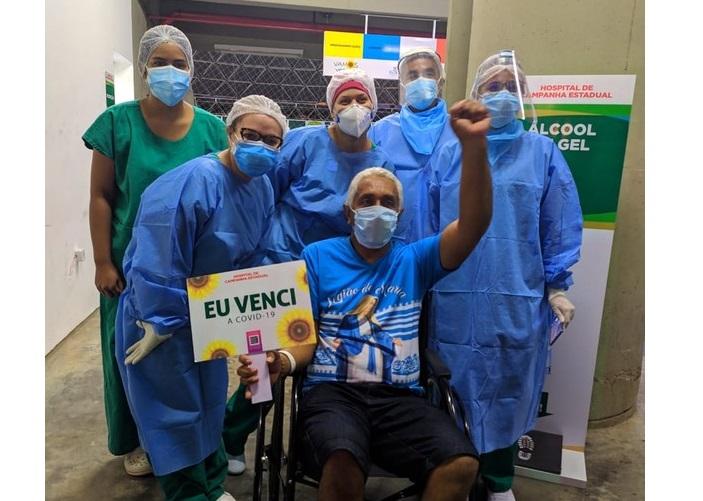 Sorveteiro dá picolés de presente para profissionais de Hospital em Teresina após receber alta