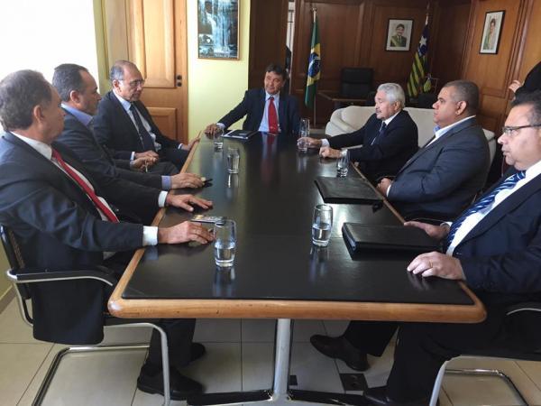 Senador Elmano Férrer se reúne com governador Wellington Dias