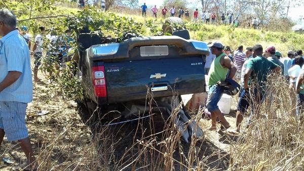 Idosa morre e outras duas pessoas ficam feridas  em acidente na BR-135, no sul do Piauí