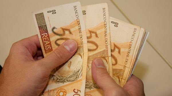 Previsão para o salário mínimo em 2018 cai para R$ 969; veja o motivo