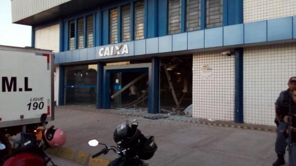 Bandidos explodem agência da Caixa Econômica Federal de Timon; um morador de rua morreu no local