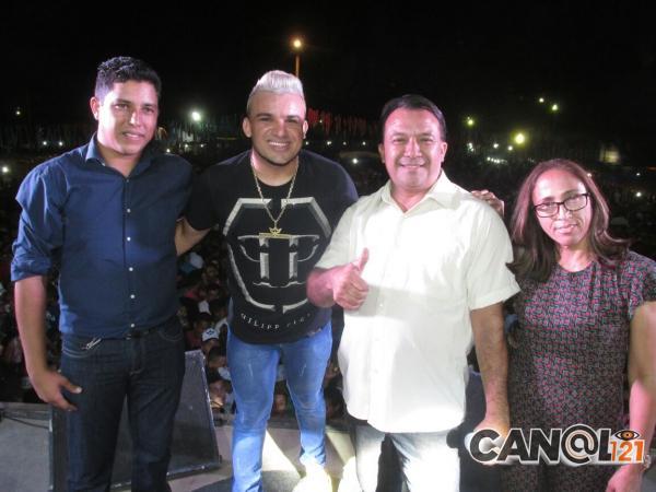 Prefeitos participam do encerramento do festejo com quase 10 mil pessoas em Curralinhos