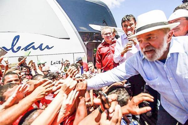 Lula é recebido por multidão no 1º dia da visita ao Piauí