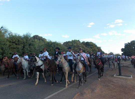 Cavalgada marca abertura do festejo em São Gonçalo do Piauí; veja imagens