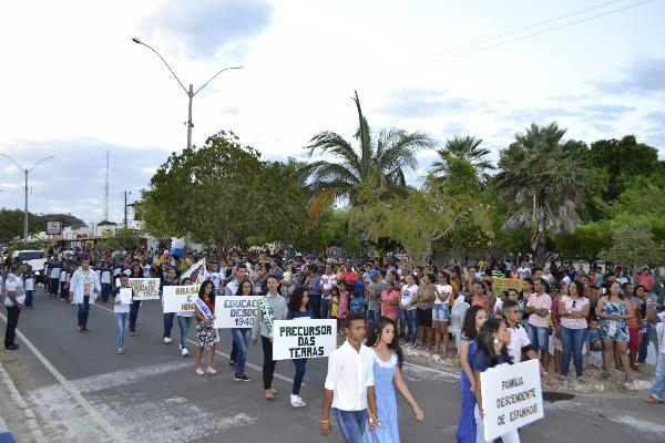 Prefeitura de Monsenhor Gil realiza Desfile Cívico