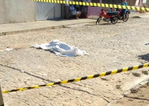 Homem é assassinado a tiros em seresta na cidade de Água Branca