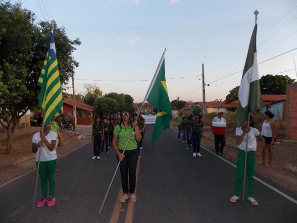 Prefeitura de Água Branca realiza desfile cívico voltado para escolas da zona rural; veja imagens