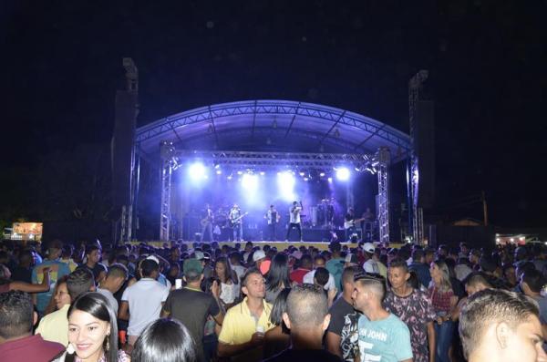 Público lota praça de eventos na primeira noite do festejo de São Gonçalo do Piauí; veja imagens