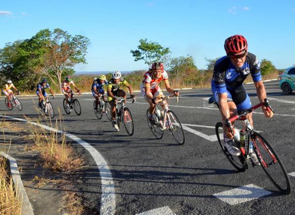 Nono Circuito de Ciclismo é realizado com sucesso em São Gonçalo do Piauí; veja imagens