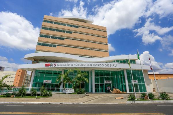 Ministério Público expede recomendação ao prefeito e ao secretário de Saúde de Elesbão Veloso