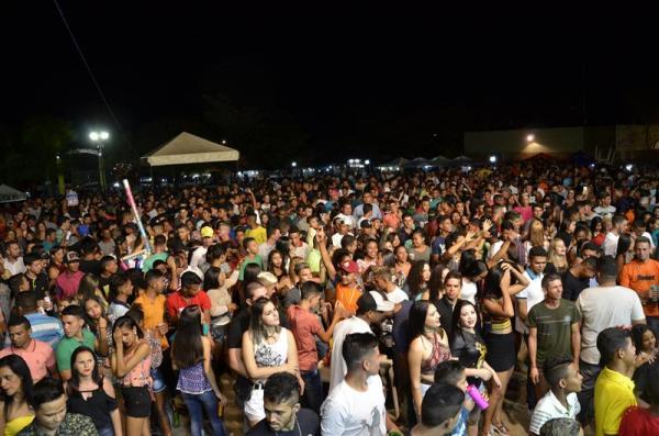 Multidão lota praça de eventos no encerramento do festejo de São Gonçalo; veja imagens