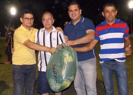 Prefeito de Francisco Ayres, Valkir Nunes, participou da abertura da II Copa Ampar, em Barro Duro