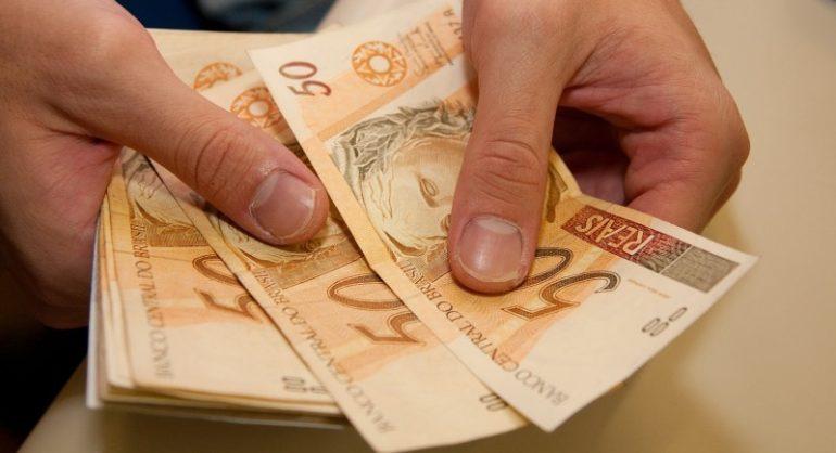 Governo regulamenta salário mínimo de 2017 no valor de R$ 937,00