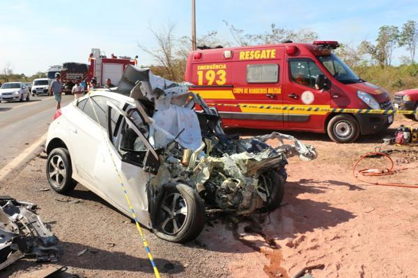 Colisão entre carro e caminhão deixa uma pessoa morta na BR 316, em Teresina