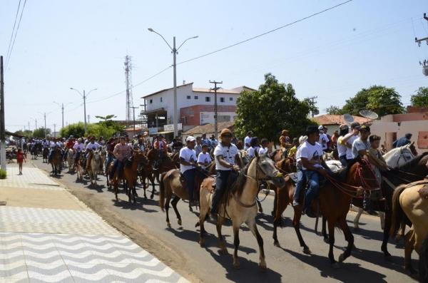 Tradicional Cavalgada reúne multidão em Hugo Napoleão; veja imagens