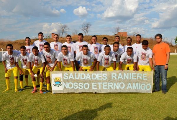 Seleção de futebol de Miguel Leão faz homenagem a atleta morto em acidente