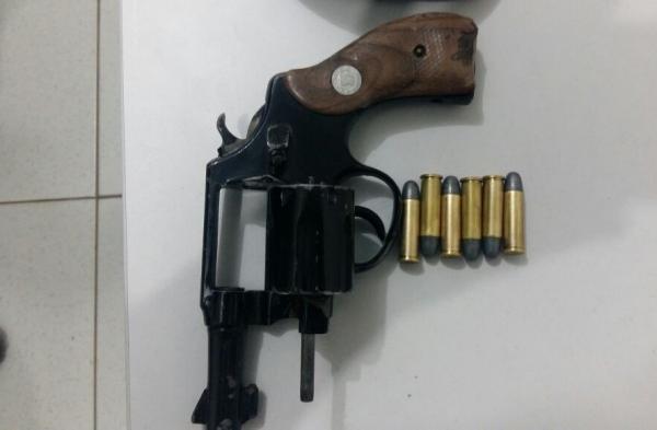 Força Tática recupera revólver calibre 38 e munição em Água Branca