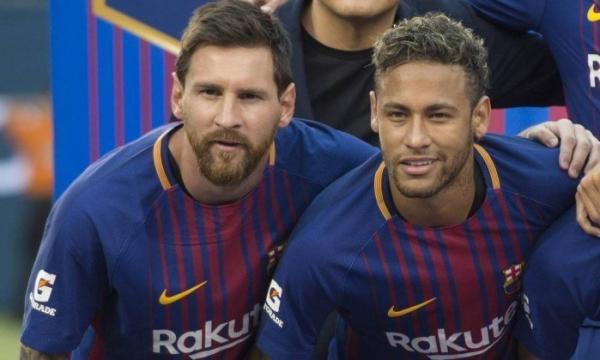 Lionel Messi posa com Neymar - DON EMMERT / AFP