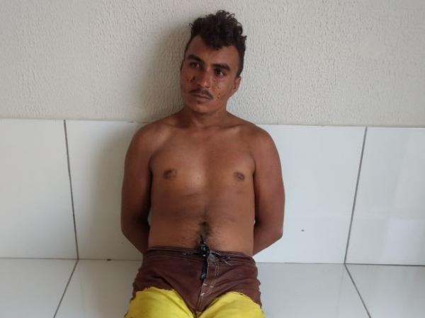 Homem é preso ao tentar agredir avós, bater o carro da família e ter posse de triturador de maconha na zona rural de Regeneração